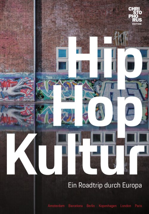 <span style='color: #3c3c3c;'>Nico backspin (Hg.)</span> <br><span style='font-style: italic; font-weight: bold;'>Hip Hop Kultur – ein Roadtrip durch Europa</span>